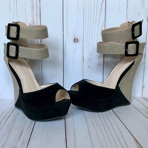 Liliana Tan and Black Wedges Size 7